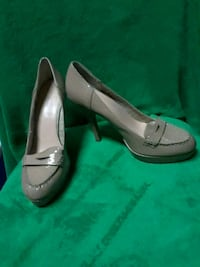 pair of brown leather heeled shoes Dallas, 75214