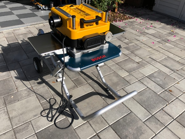 DeWALT DW735X 13-Inch Two-Speed Thickness Planer w/ Helical Cutter and  Bosch TS2100 Mobile Base