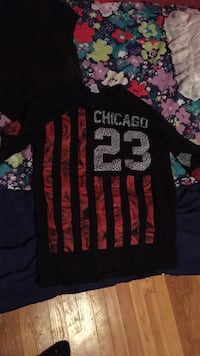 black and red crew-neck shirt New Madison, 45346