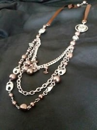 silver-colored layer necklace