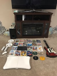 Good working condition Wii game console with Extras  Chicopee, 01020