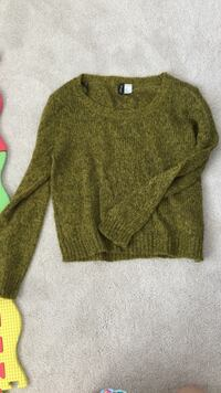 Yellowish green h&m sweater Vancouver, V5K 4H9