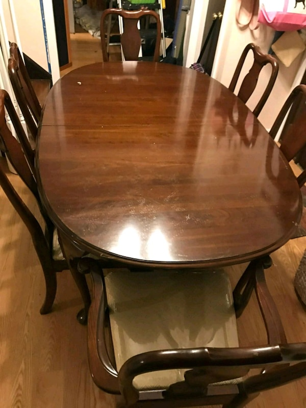 5 to 7 Foot Classy Mahogany Dining Room Table!!