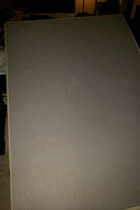 Bed box spring w/ metal frame & head board Hagerstown