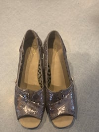 Limited edition sequin Toms 8 1/2 Monroe, 06468
