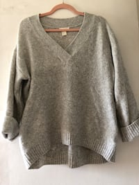 gray v-neck sweater East Gwillimbury, L0G 1R0