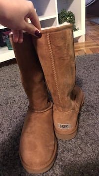 Pair of chestnut ugg sheepskin boots Washington, 20016
