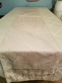 Table cloth runner and 2 matching placemats  Coventry, 02816