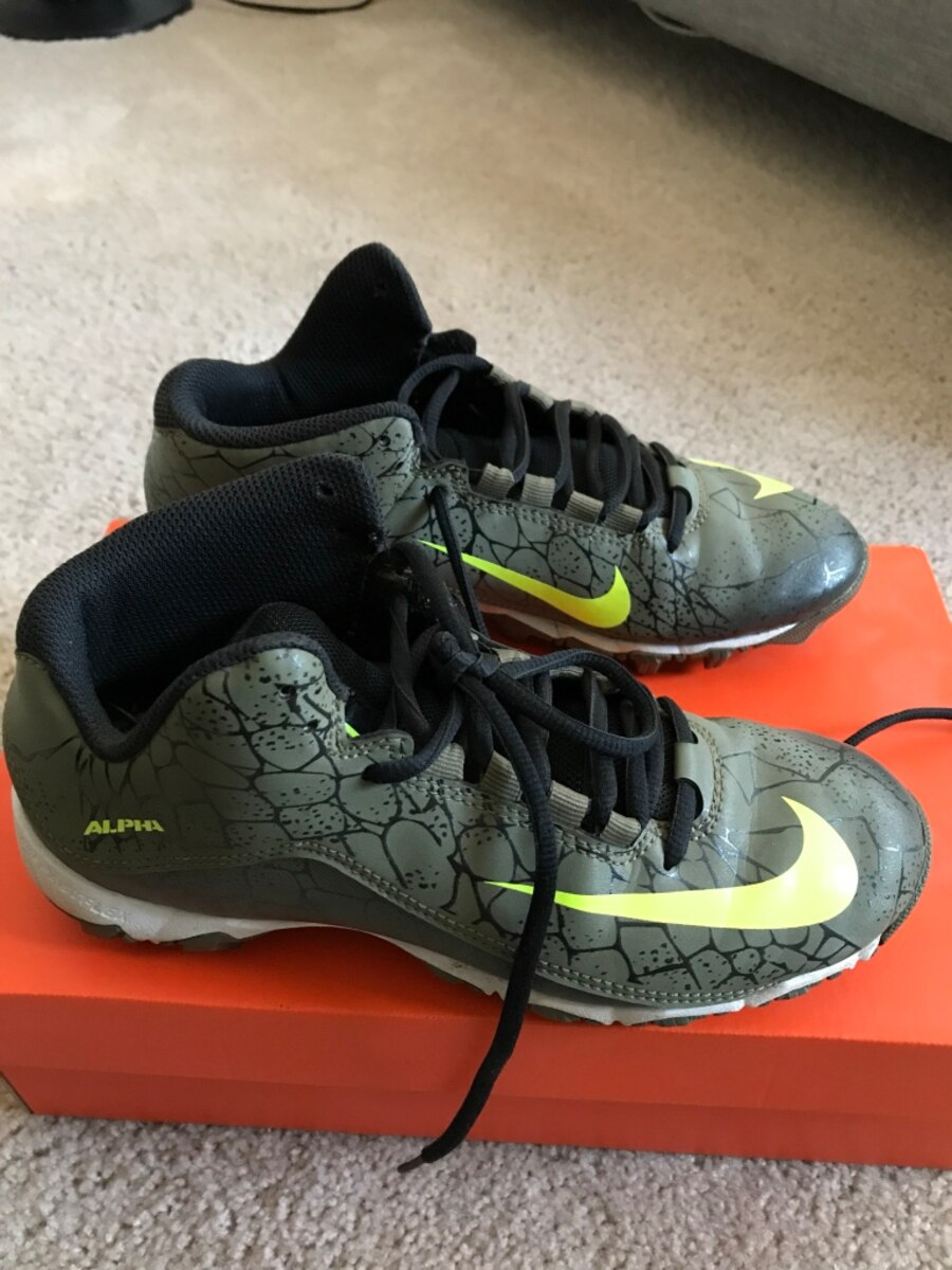 grey-and-green Nike Alpha shoes with box - Perris