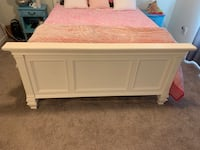 White Bedroom Set *GREAT CONDITION* Columbia