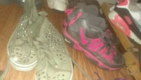 pair of black-and-red Nike basketball shoes Laurinburg, 28352