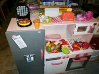 Play kitchen sale 20% off @ clic klak used toy warehouse mississauga  Mississauga, L4X 2S3