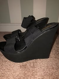 Black wedges 9.5 Woodbridge, 22191