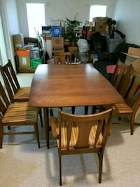 Dining room table and 6 chairs  Germantown, 20874