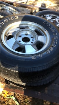 gray 5-spoke vehicle wheel and tire set West Columbia, 29170