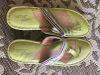 Pair of green-and-pink leather sandals Lafayette, 47909