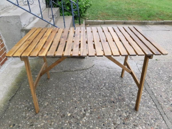 Light Brown wooden Table 7546e21f-3a73-414c-be68-828a890a8c16