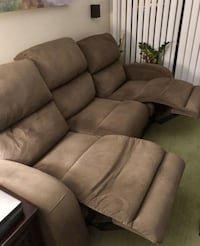 microfiber reclining couch (6 months old) Lake Grove, 11755