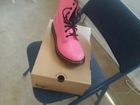 pair of pink leather shoes Del City, 73115