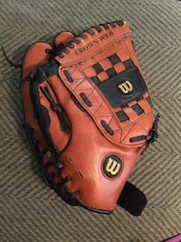 Boys Wilson A2457 left handed baseball glove size 11 1/2 West Des Moines, 50266
