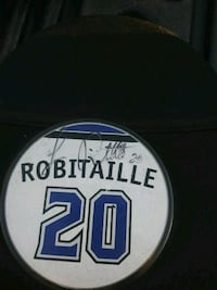 L.A. kings Luc Robitaille Signed puck