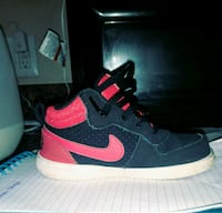 pair of black-and-pink Nike Air Force Yarmouth, 04096