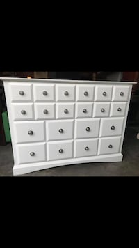 White wooden dresser with mirror Woodinville, 98072