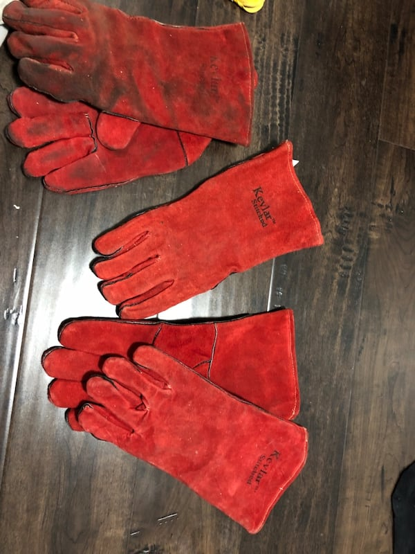 Welding gloves (used) 2 pairs plus one  3f3dbf78-d70e-492d-a56e-bec0499acec4
