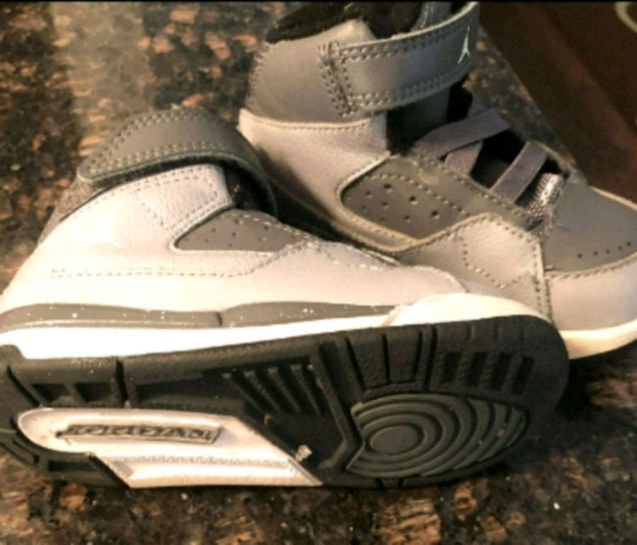 Photo Toddler Jordan size 7....