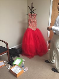 Women's red sleeveless prom dress