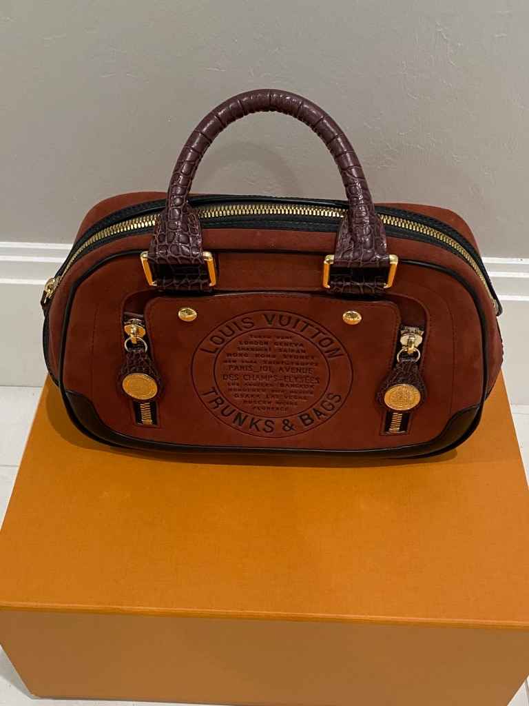 Photo Limited edition louis vuitton Trunk Bag In Burnt Orange.