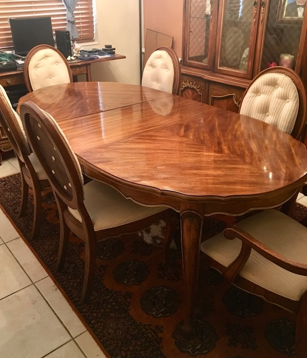Used SOLID WOOD DINING ROOM SET BY STANLEY FURNITURE For
