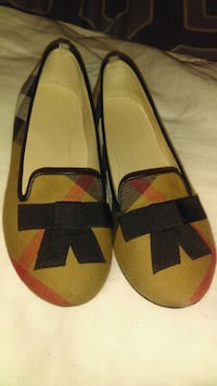 pair of yellow-and-black slip on shoes Grand Prairie, 75051