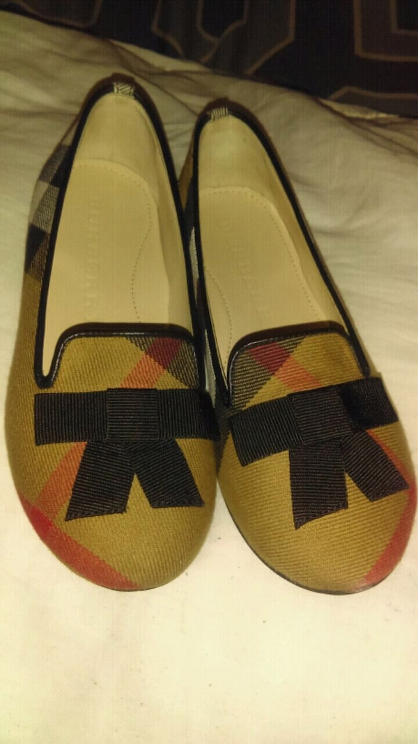 56ab0bc97b9f6b Used Burberry girls shoes size 29 (11 US) for sale in Grand Prairie ...