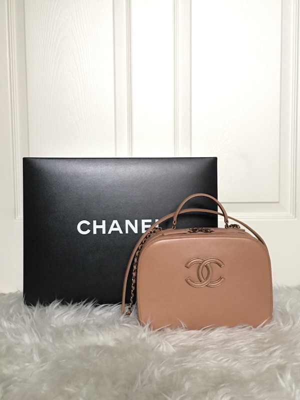 192dc8bf2e49 Used Chanel Curve Vanity Purse for sale in Everett - letgo