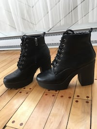 Pair of black leather boots Pincourt, J7W 5K9