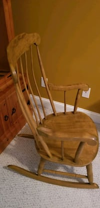 Full size rocking chair, solid wood, great shape Mount Pleasant, 29464