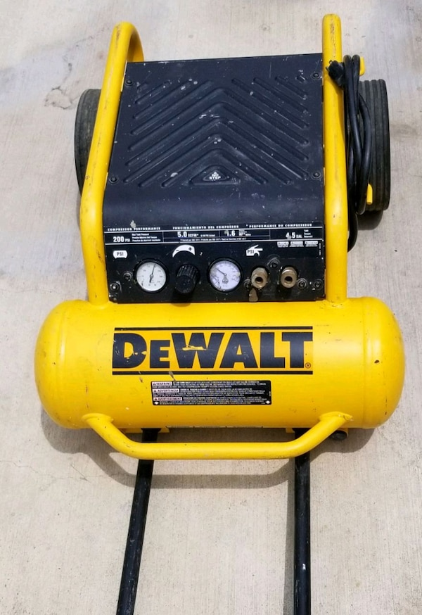 yellow and black DeWalt air compressor b42d5f4f-3046-45af-8ee2-6c690820d78d