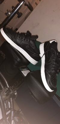 pair of black-and-white Nike sneakers Victorville, 92392