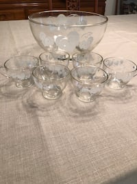 Vintage glass punch bowl & 6 cups; white leaf design with gold trim Boynton Beach, 33437