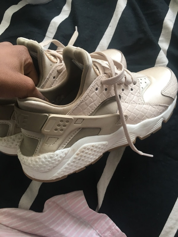 1f505b377036 Used Pair of beige nike huarache shoes size 6.5 for sale in Ottawa - letgo
