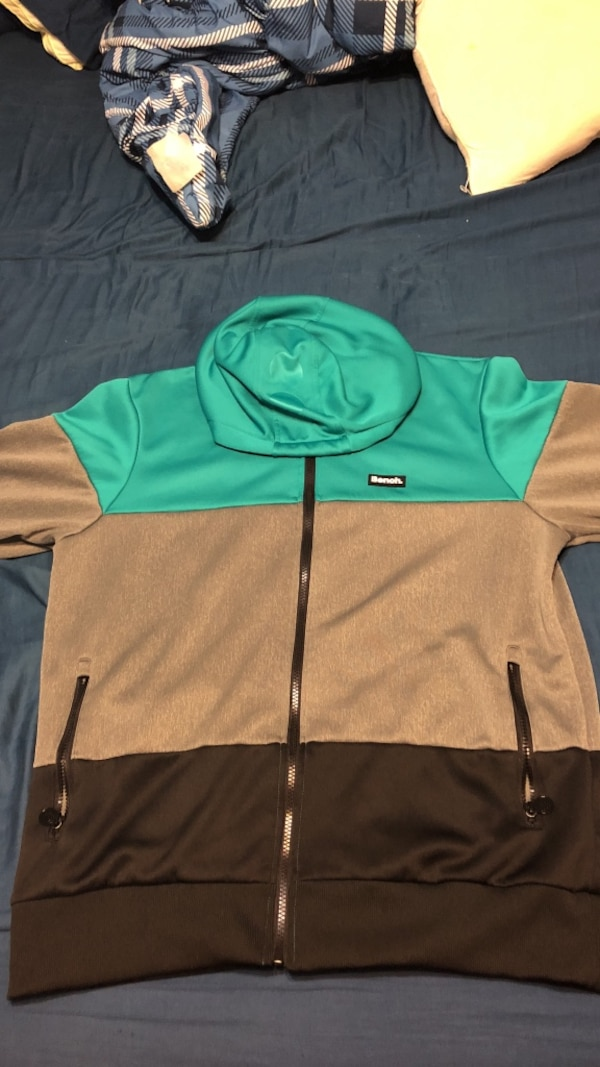 Men's Bench Sweater Size XL