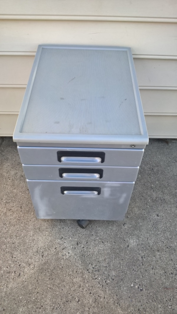 Studio Rta 3 Drawer Vertical Mobile Metal File Cabinet 15w 22d 23h This Features Locking For Security Gliding Tray In The