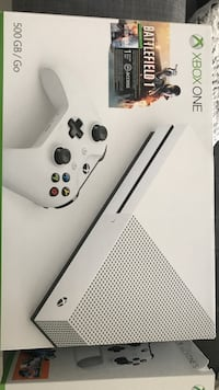 white Xbox One console with controller box Montréal, H3S 1M9