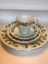 Christmas place setting : 6 complete sets (dinner and dessert plate, cup and saucer) Belmar, 07719