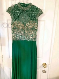 Negotiable-Formal dress with train size 10  Brampton