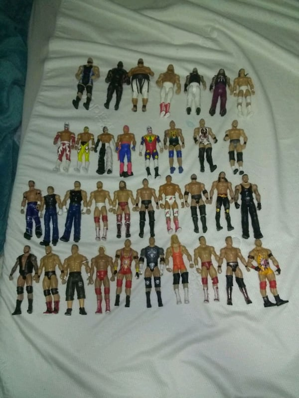 35 wrestlers action figures 0