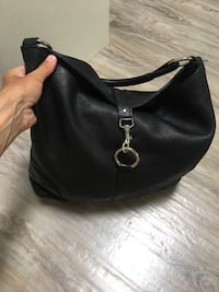 ROOTS*timeless beauty medium size shoulder bag used but loved leather still in great condition lots of life left repairable at any roots store London, N5W 1E8