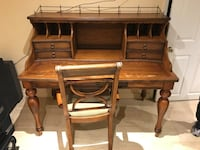 Vintage wooden Desk with Chair New York, 10308