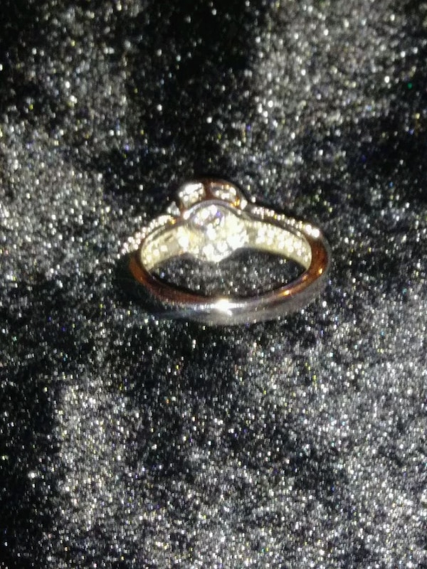 ***COCKTAIL/ENGAGEMENT RING*** 35917382-8f71-49d0-9aad-a78491f929ac